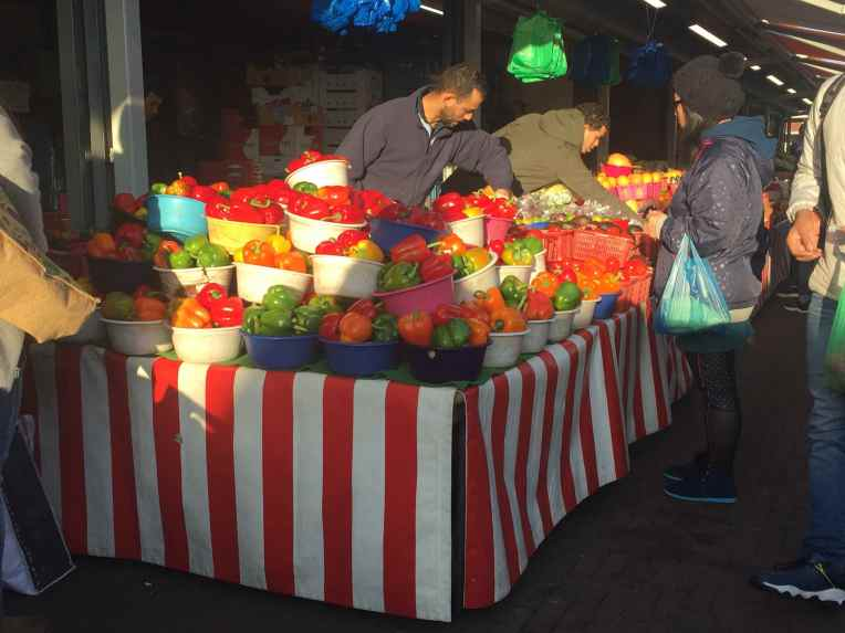 De Haagse Markt - Den Haag - Belanda. Kalau dalam wadah seperti ini, harganya 1 euro