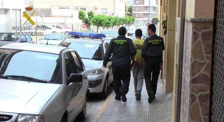 La Guardia Civil detiene a cuatro personas por retener a una menor con fines de explotación sexual en L´Olleria