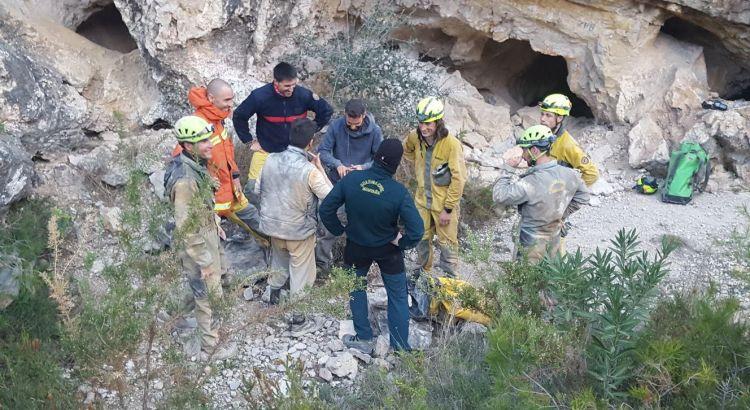 La Guardia Civil y Bomberos rescatan a dos personas en una cueva de Real de Gandía