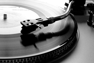 Picture of vinyl record on technics 1210 turntable on Cone Magazine