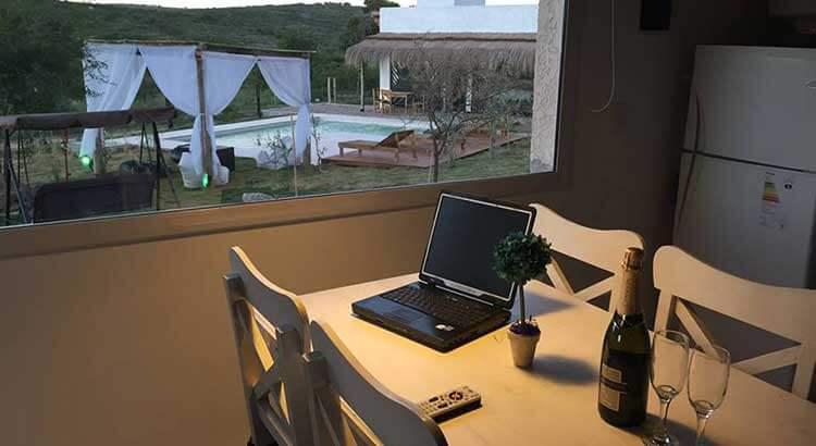 Resort Ibiza cabañas y gastronomía hispana