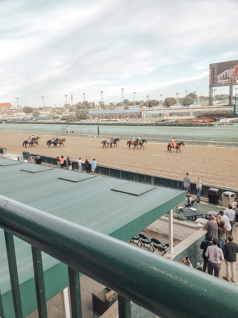 Picture of horses on horsetrack at Churchill downs