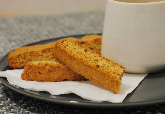 Almond Biscotti | Confessions of a Midnight Baker