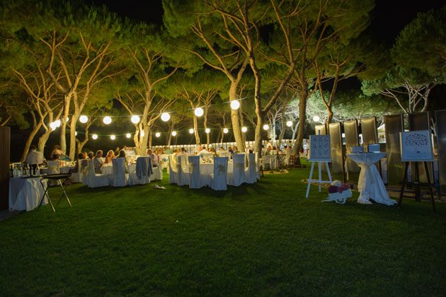 Outdoor wedding reception lighting and seating | Confetti.co.uk