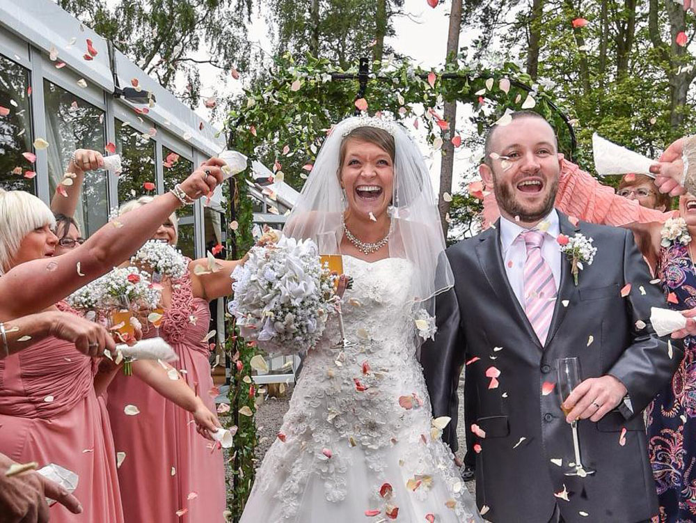 Confetti Moment - with champagne at the reception venue!