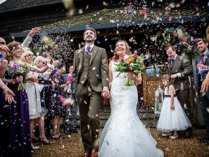 confetti throw couple