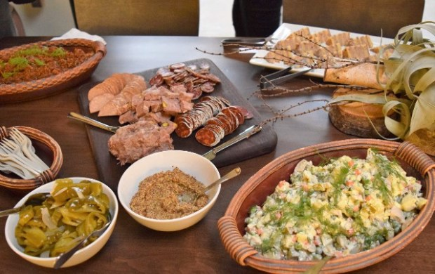 Vitaly Paley couldn't come to the event empty-handed, and treated us to Russian-style fare.
