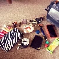 ¿Qué llevo en mi Bolso o Cartera? / What's in my bag?