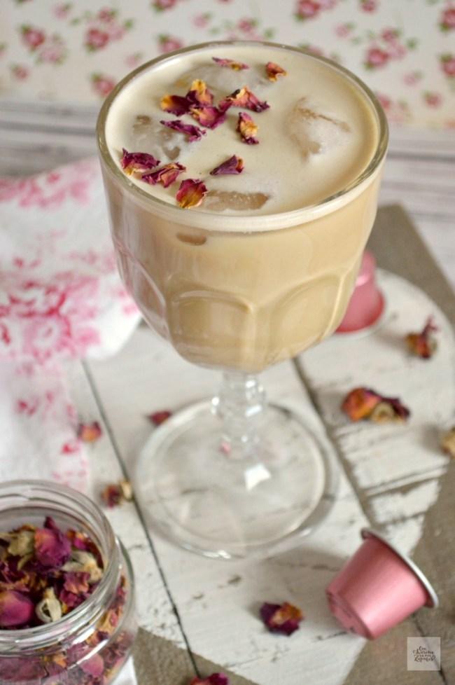 Café Helado de Cardamomo y Rosas | CON HARINA EN MIS ZAPATOS