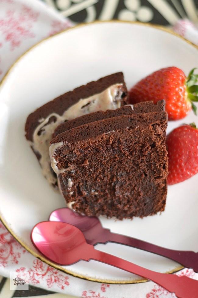 Bundt Cake de Tres Chocolates | CON HARINA EN MIS ZAPATOS