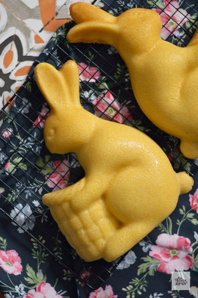 Conejo de Pascua de Bizcocho de Limón | CON HARINA EN MIS ZAPATOS