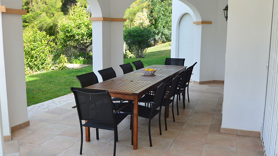dining area luxury holiday villa in nerja