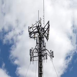 AT&T and Verizon strike tower deal in bid to reduce costs