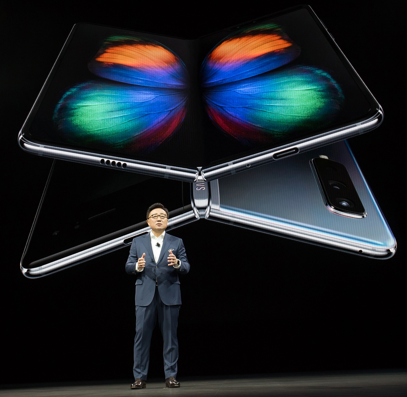 Samsung, Huawei unveil foldable phones