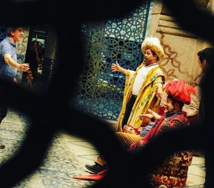 Paolo Bordogna, nelle vesti di Taddeo, durate le prove dell'Italiana in Algeri al Regio di Torino - Photo credit: Mattia Gaido