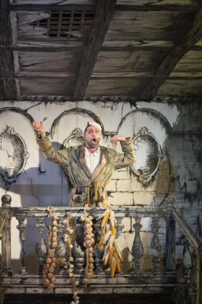 Paolo Bordogna nella Cenerentola alla Bayerische Staatsoper di Monaco - Photo credit: Wilfried Hösl