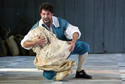 Paolo Bordogna interpreta Figaro nelle Nozze di Figaro alla Sydney Opera House - Photo credit: Georges Antoni