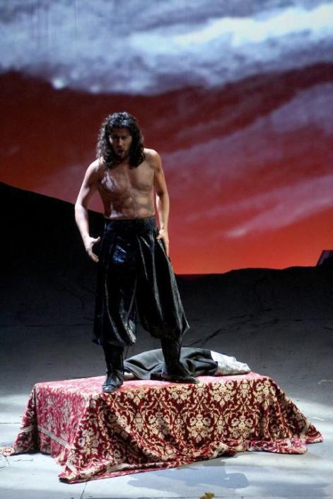 Roberto Tagliavini nel ruolo di Attila al Filarmonico di Verona - Photo credit: Ennevi