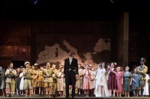 Andrea Certa riceve gli applausi del pubblico alla prima di Otello al Luglio Musicale Trapanese