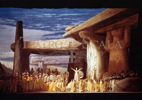 Una scena di Norma al Teatro alla Scala, 1955 - Photo: Erio Piccagliani