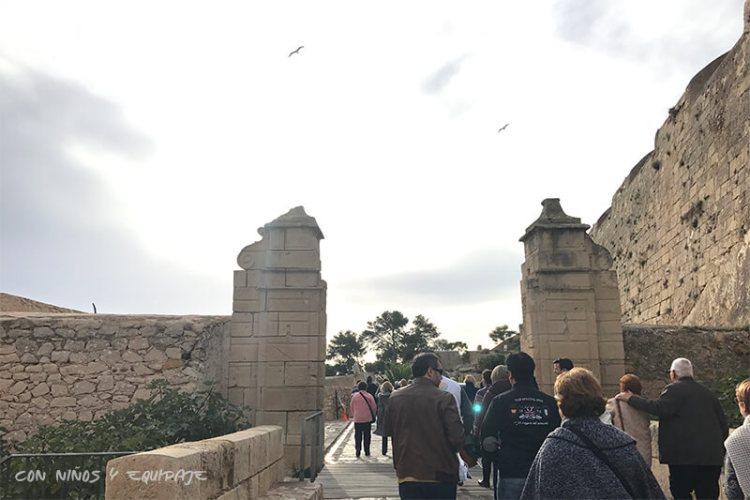 Puertas del castillo de Santa Bárbara