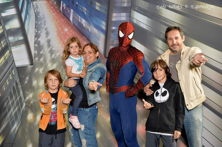 foto con spiderman en disney