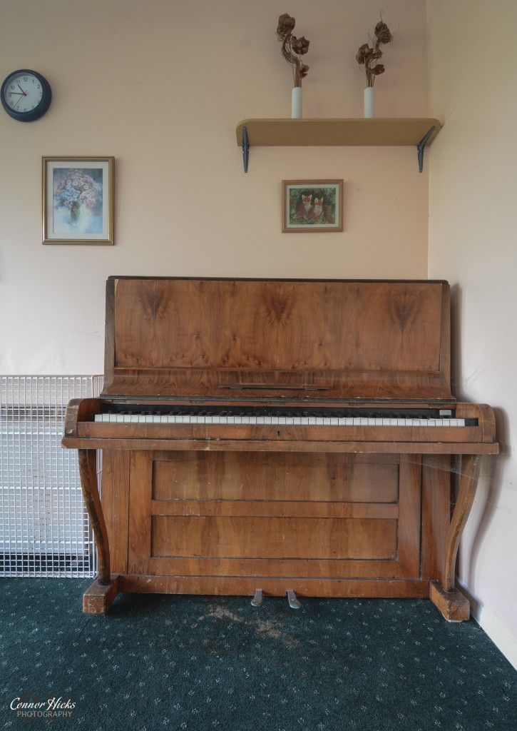 linford care home piano 725x1024 Linford Care Home, New Forest