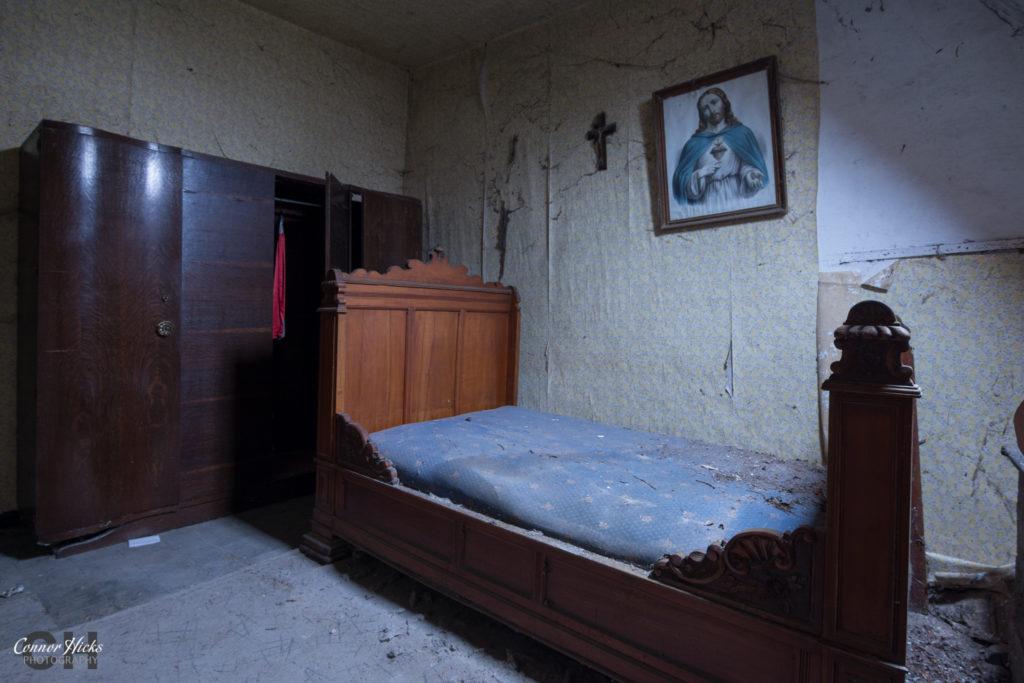 Ferme De Maraichage Bedroom Urbex Belgium 1024x683 Ferme De Maraichage, Belgium