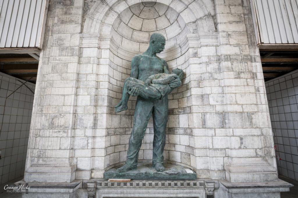 Piscine Crachoir Urbex Statue 1024x683 Piscine Crachoir, Belgium