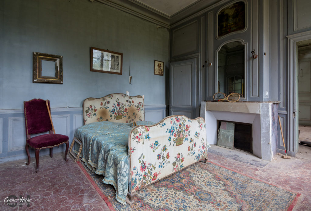 Chateau Des Bustes Bedroom Urbex France 1024x695 Chateau Des Bustes, France