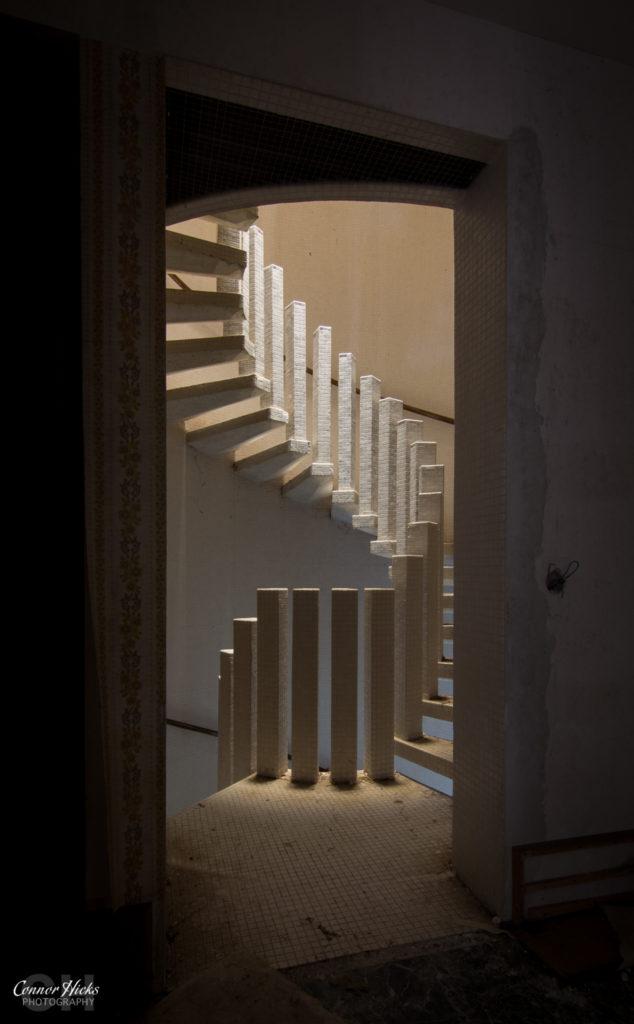 Manoir Beauty Urbex France Stairs 634x1024 Manoir Beauty, France
