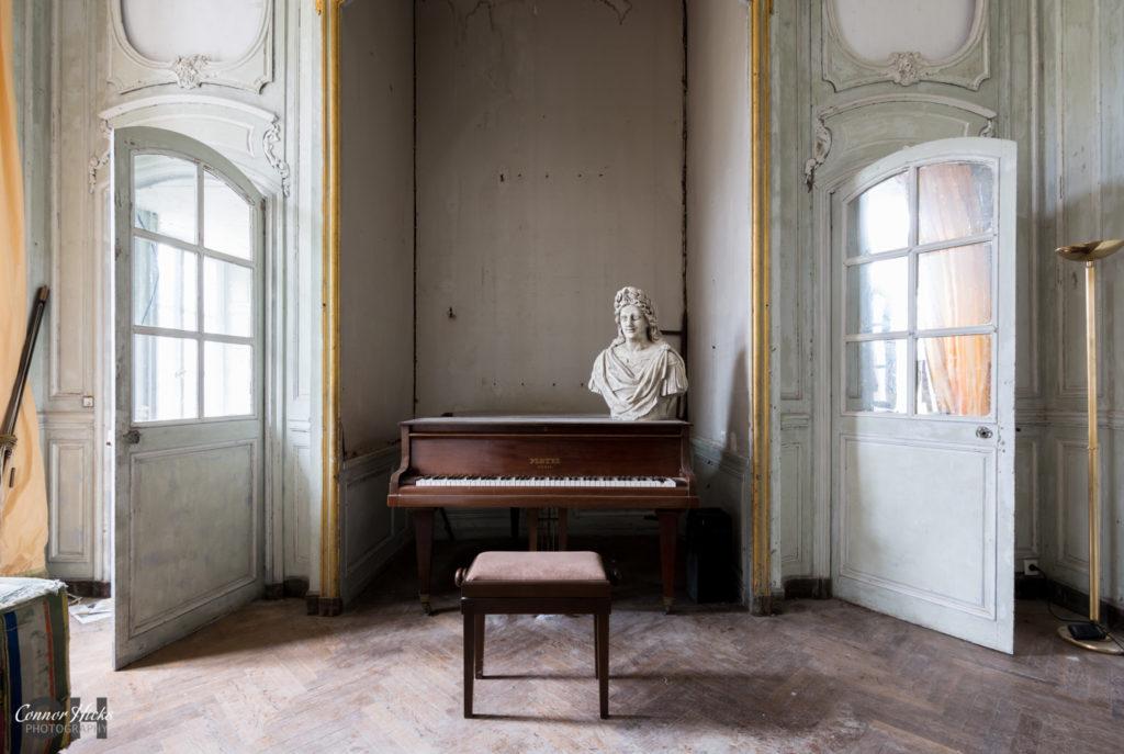Piano Chateau Des Bustes Urbex 1024x687 Chateau Des Bustes, France