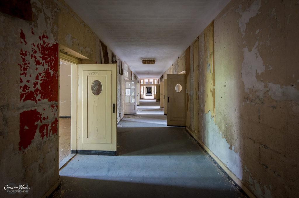 Haus Der Offiziere corridoor germany urbex 1024x680 Haus Der Offiziere, Germany (Permission Visit)