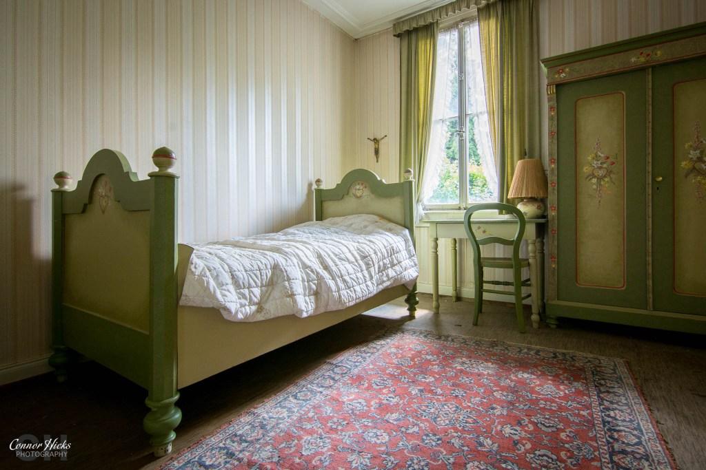 germany urbex hunters hotel bedroom 1024x683 Hunters Hotel, Germany (Permission Visit)