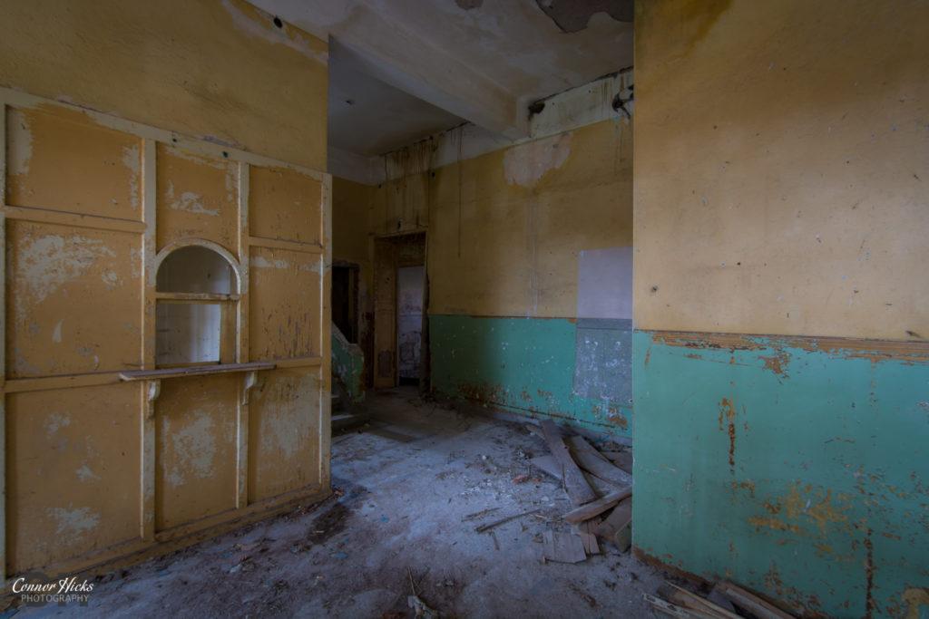 urbex soviet theatre 1024x683 Soviet Theatre, Bulgaria