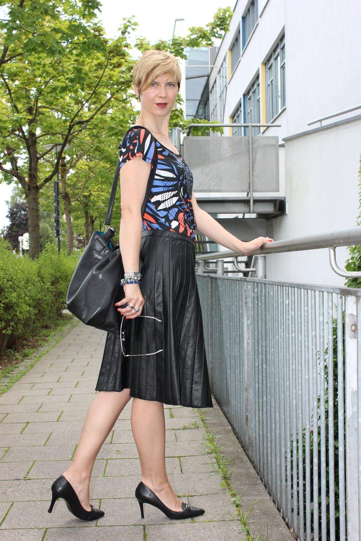 IMG_0265a_Sisley_blackfakeleather_printshirt_ralphlauren_pumps