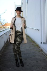 IMG_3575a_camouflageHose_Chaneljaeckchen_Trench