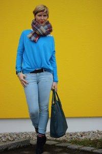 IMG_8238a_Blau_Blue_Schumacher_OldNavy_Pulli_Jeans_Booties_XXLSchal_