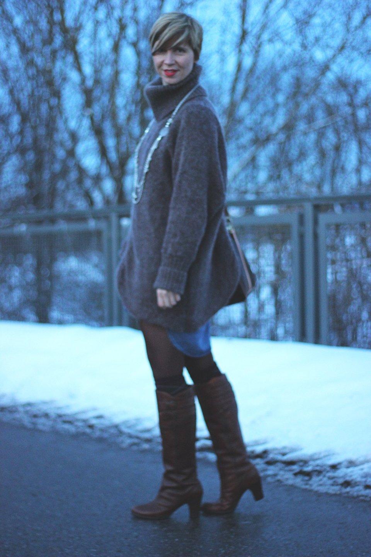 IMG_9246a_Jeanskleid_Rollkragenpulli_Steifel_FryiBoots_-Winter