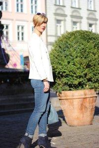 IMG_1481a_InstaTeaser_FB_Asos_Mantel_rot_Giraffenshirt_Highwaist_jeans_Stiefeletten_Blazer_weiss