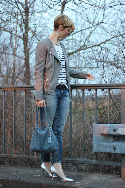 IMG_1869a_Only_Boyfriend_Metallic_Heels_MrsandHugs_Lederjacke_Streifen_HundM_
