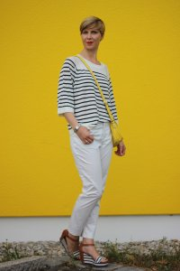 IMG_8306a_OUI_hose_weisse_weiß_white_Streifen_stripes_blue_white_Marcopolo_H&M_Shirt