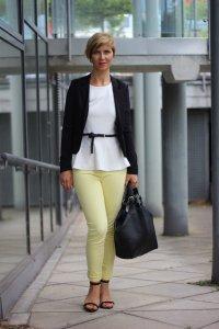 IMG_0099a_JBrand_gelbeJeans_yellow_Peplum_Mango_H&M_blazer_Sandaletten_blackwhite_schwarzweiß_Conny_AHemadundaHos