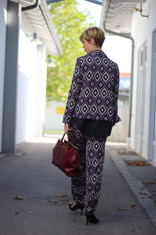 IMG_2962a_ScarletRoos_Musteranzug_Anzug_Fashion_Modeblog_Ue40