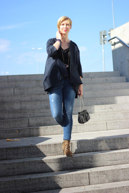IMG_3630a_Modeflüsterin_magischesModedreieick_Leo_boots_SamEdelman_Shirt_Blazer_Jeans_Skinny_Only