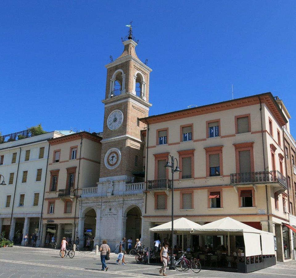 IMG_5964_Piazza_Tre_Martiri_Rimini_ConnyDoll_Ahemadundahos