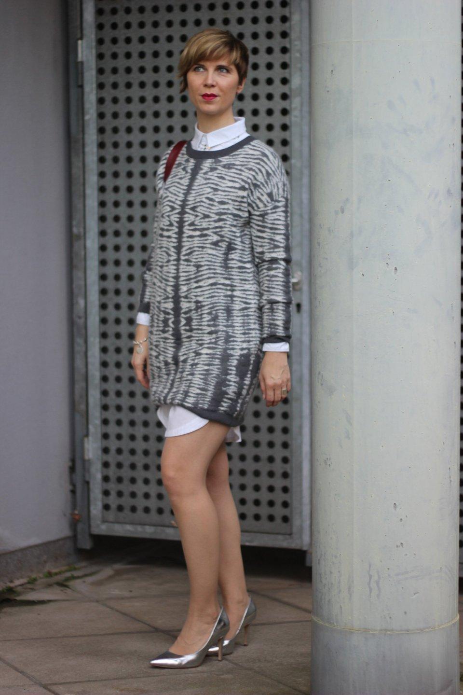 IMG_0668a_AllSaints_Strickkleid_grau_weiss_MetallicHeels_ConnyDoll_AHemadundahos_Fashionblog_