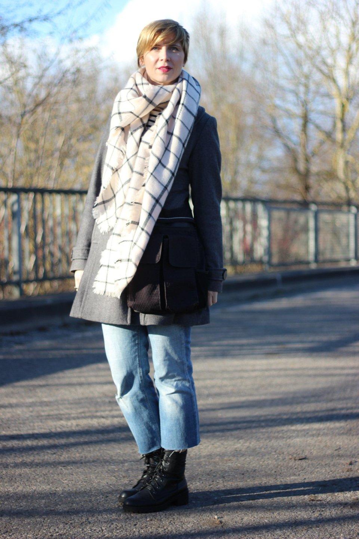 DIY-Jeans, Mantel, Schal und Booties