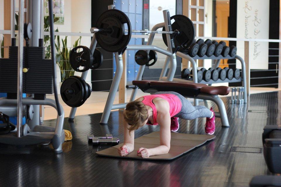 Radisson Blu - Fitnessbereich, Matten, Langhanteln,