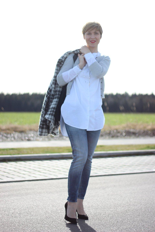 IMG_7137a-Mango-Pumps_Softrebelbluse-NYDJ-Mantel-BodenCardigan-OnlyJeans